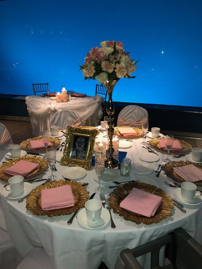 Discovery Bay Table with Custom Linens