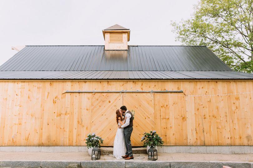 59969fde06050ac6 barn wedding exterior