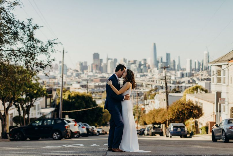 San Francisco wedding kiss