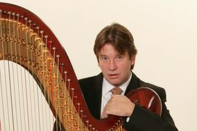 Harpist Louis Lynch