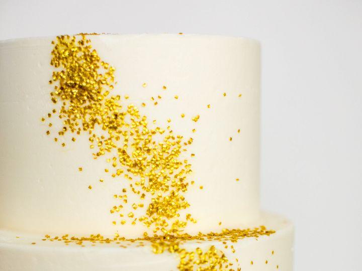 Tmx 1519154899 1a921158d537be2f 1519154897 0ba53fb9c0ed5b2a 1519154897271 5 Gold Glitter 2 Brooklyn wedding cake