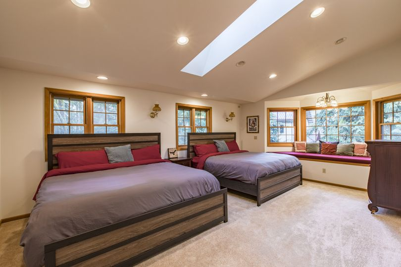 Bedroom with 2 king beds