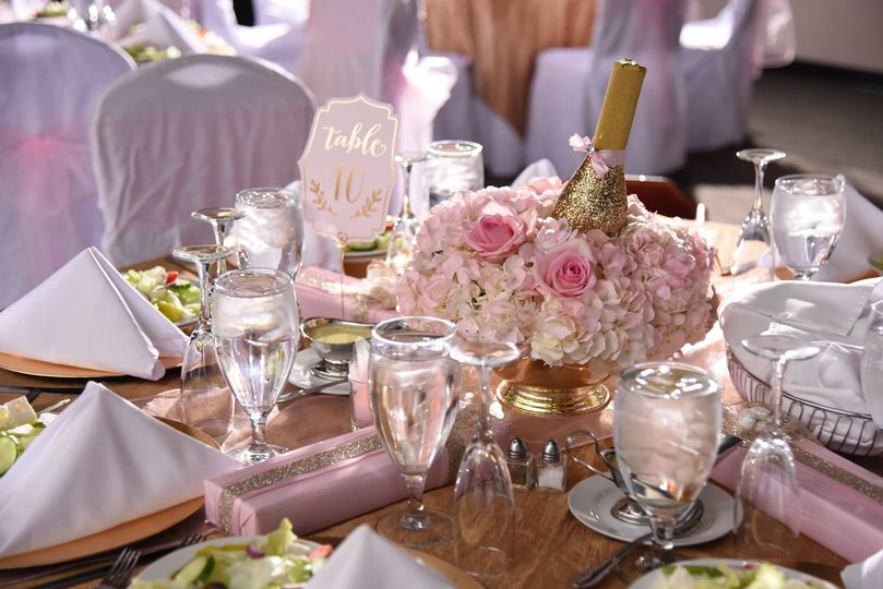 Sample table setting with center piece and chair covers