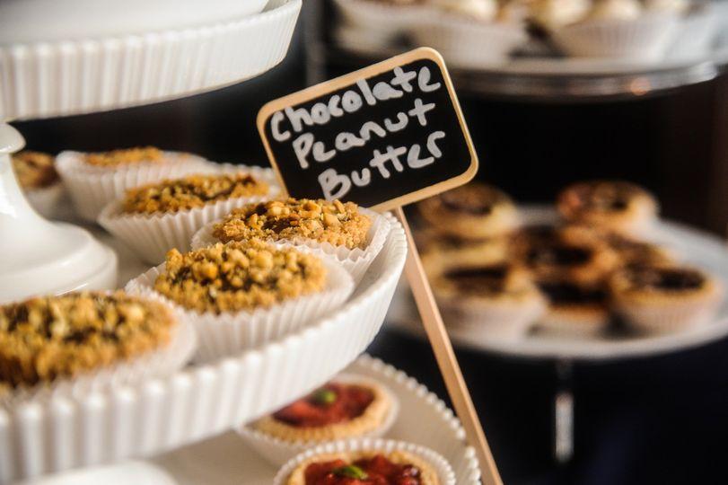 Chocolate peanut butter mini pie