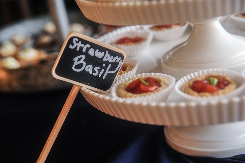 Strawberry basil mini pie | Bella Allure Imagery