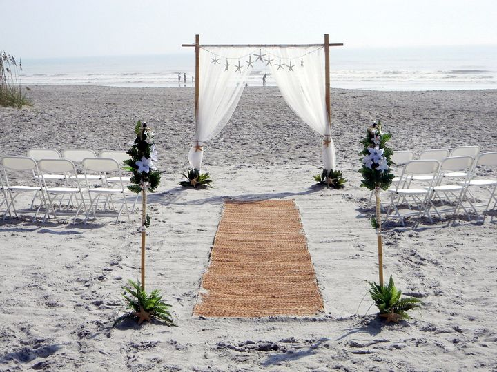 bamboo arch with aisle runner