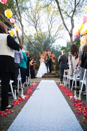 Outdoor wedding cremony