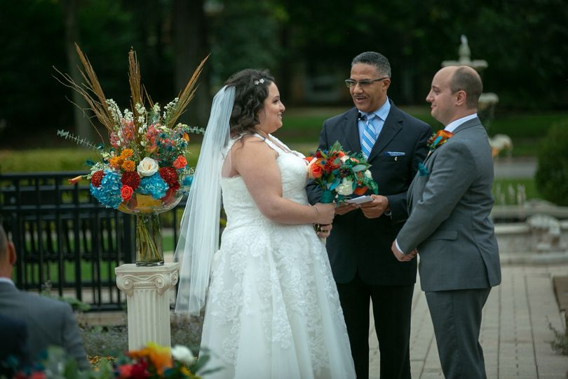 larger bride and groom 51 21652 158705023054645