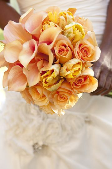 Elegant cumbia and peach calla lillies bridal bouquet