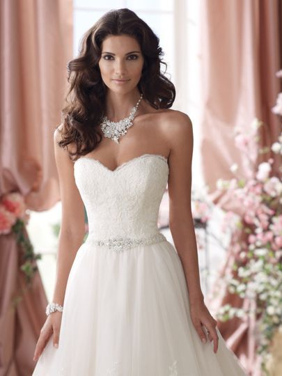 Sweetheart top with jewelry