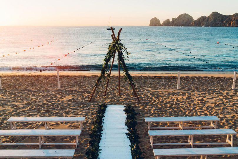 b818b58fb8c37540 Beach Ceremony