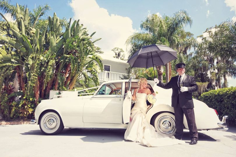 dfa00c5b88a31de9 Rolls Royce Bride Chauffeur