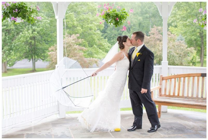 Newlyweds kiss | Tina Elizabeth Photography