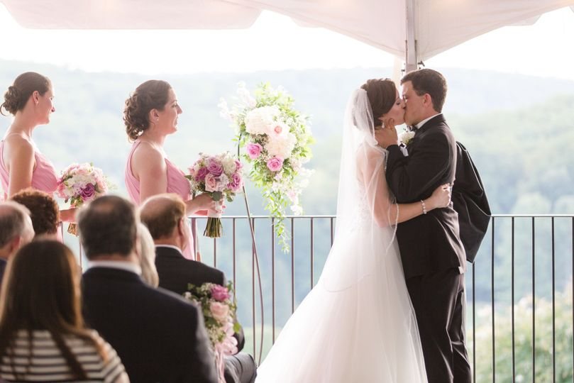 Wedding kiss | Hunt Valley Country Club