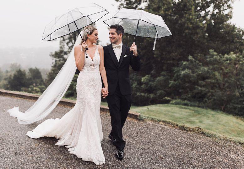 Holding up umbrellas | Erin Meadows Photography