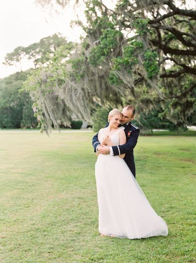 Moss Creek Community offers fabulous landscaping for your wedding photos.  Photo by Jessica Gold...