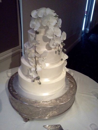 Four tier cake with white flowers