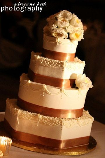 Four tier cake with gold linings
