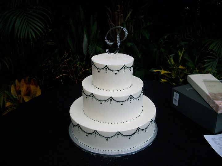 Three tier round cake