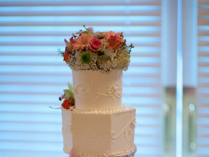 Tmx 1347910112364 0796JTH7892LauraLainePhotography Cincinnati, Ohio wedding cake