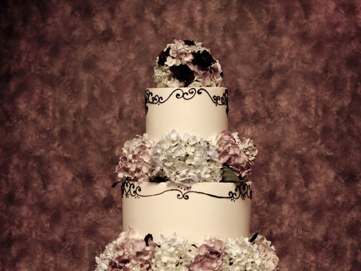 Tmx 1347910207302 BAB9273Linz51212WCCappaBrownPhotographySBB Cincinnati, Ohio wedding cake