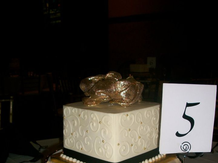 Tmx 1347911494343 1001649tablecakes2011 Cincinnati, Ohio wedding cake