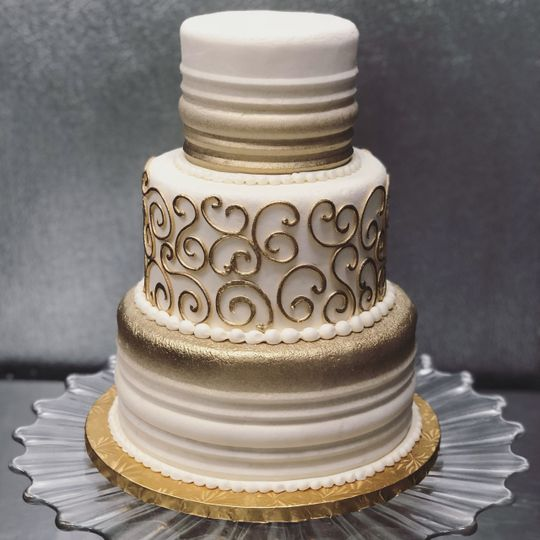 Gold 3-tier, serves 64