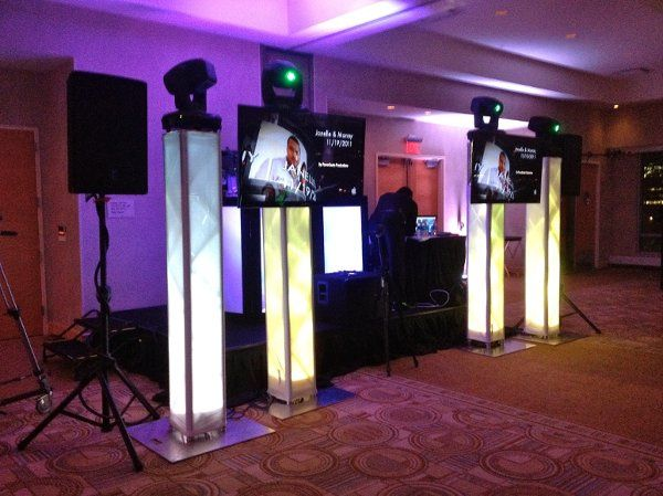 4 Intelligent Lights, 2 Flat Screens and Dj Set up