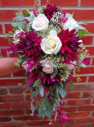 Dahlia cascading bouquet