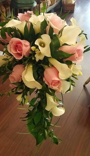 Cascading calla and roses