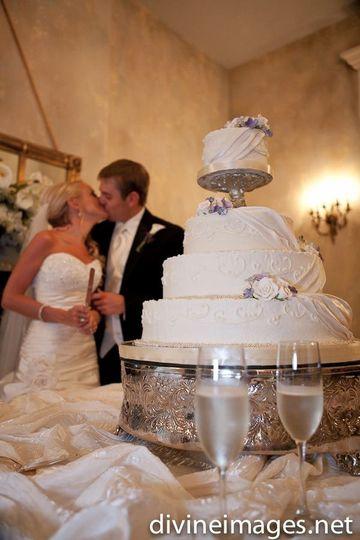 WeddingCakeatRiverwoodMansion1