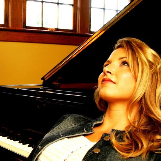 Sara Whitney Ewan, Singer/Pianist