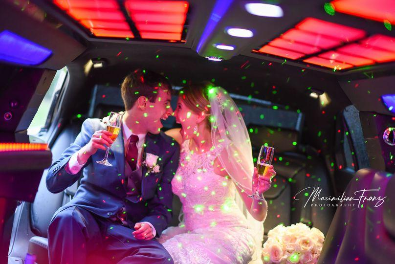6fe1daec5f65ac08 1534791246 0f54f2caa5f99a33 1534791220791 77 Wedding Limo