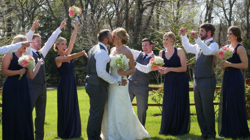 fe6cec645854e9e6 1459370589147 bridal group kiss