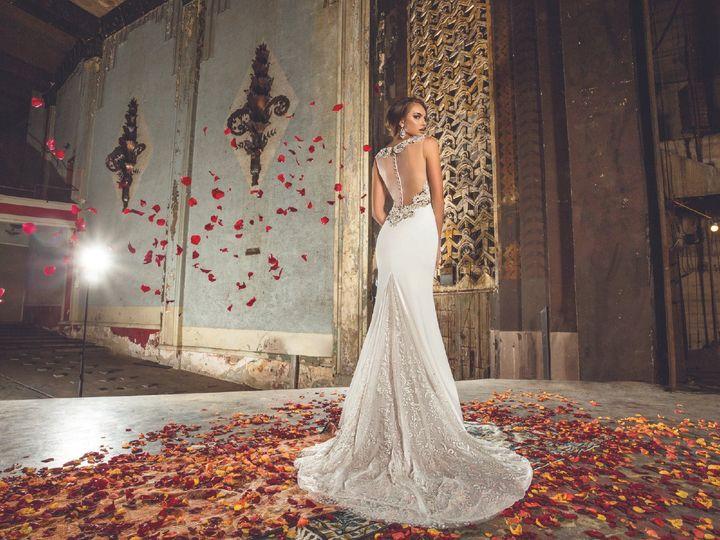 Tmx 1481734612 Dc6b7b08d1d4b2a6 Photo 1 Burnsville, MN wedding dress