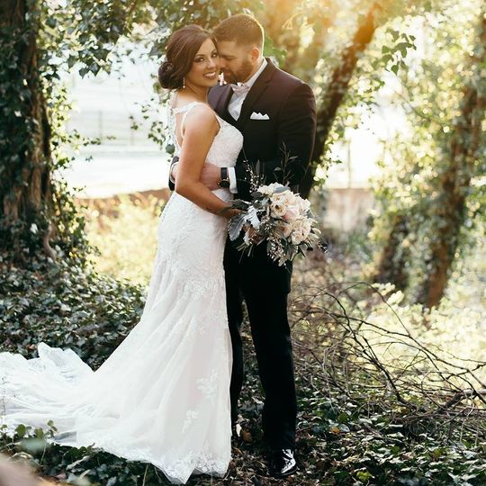 Newlyweds in the woods | Photo by Rani Vasquez