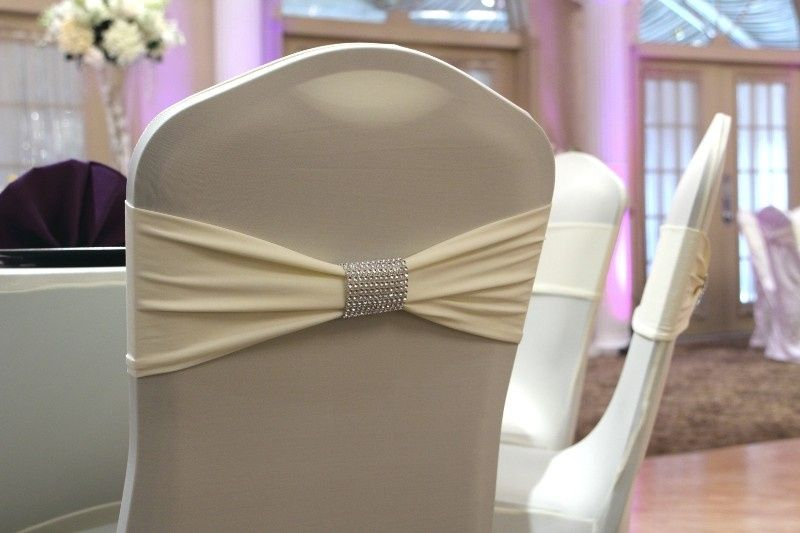 fitted modern chair wrap in white 1