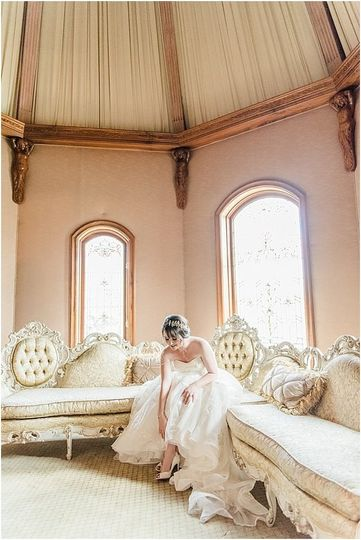 800x800 1489803827987 couch in bridal suite