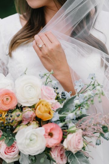 Veil + bouquet
