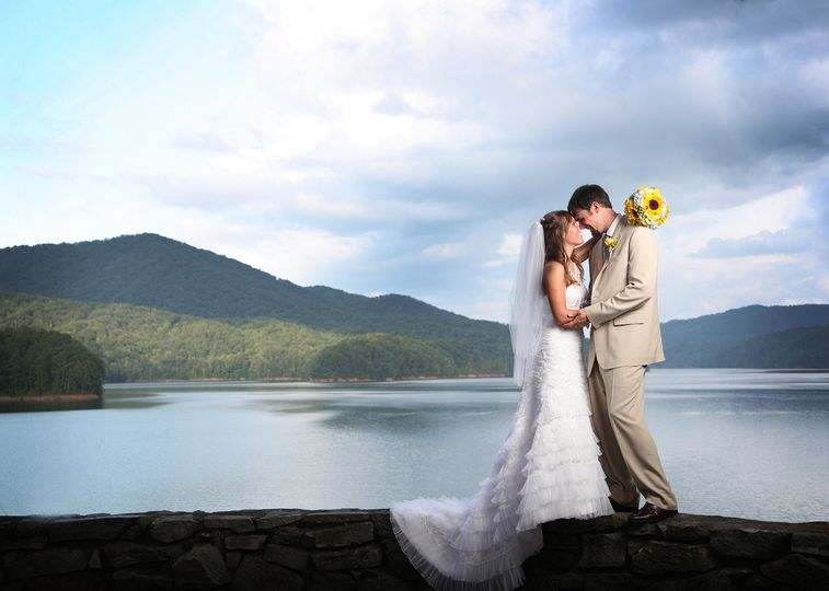 800x800 1365387522445 Griggs Garland Wedding 328