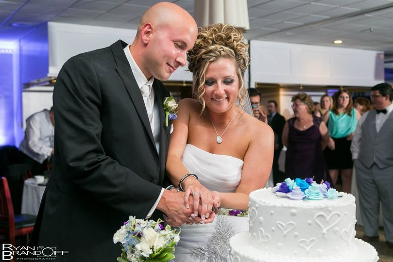 Cake-cutting - Ryan Brandoff Photography