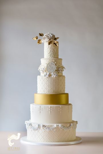 Six tier cake with gold middle layer