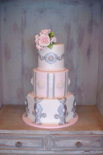 Angular cake base