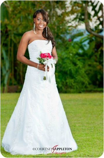 Tamika loved her traditional wedding make-up and was all smiles on her big day. Photography:...