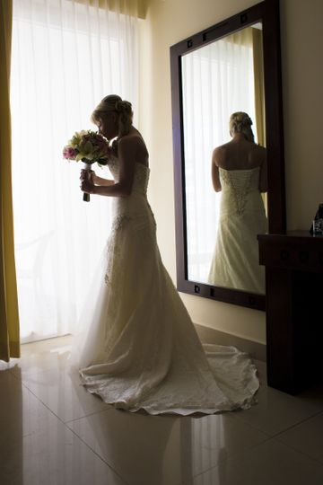 Bride by the mirror