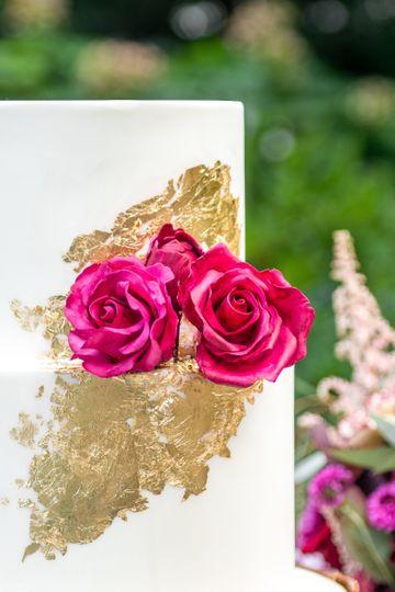 Gold and sugar roses