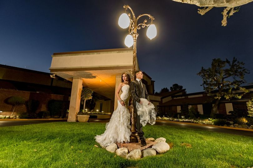 Bride and groom by the lamp post