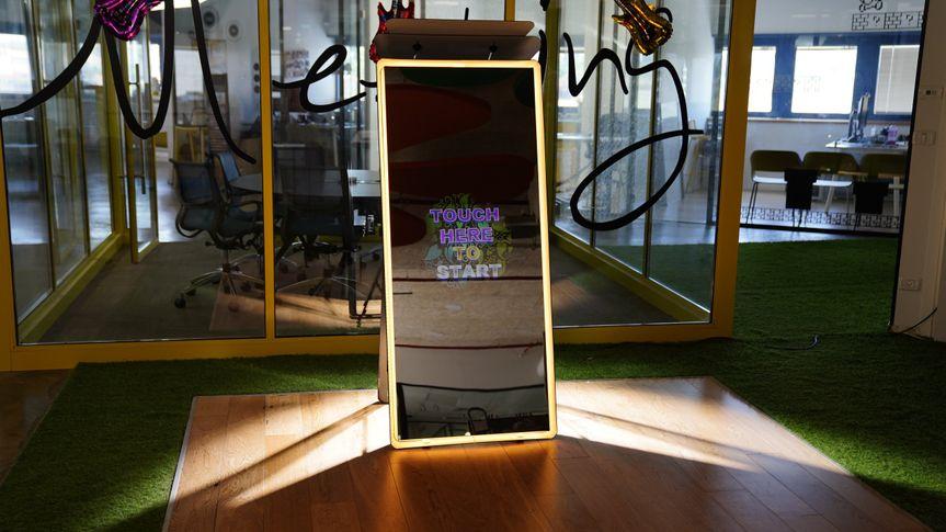 Mirror Air Photo Booth