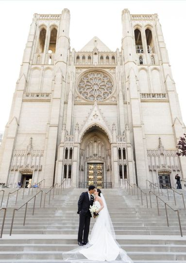 Newlyweds kiss on the cathedral steps | Photo credit: Vero Suh