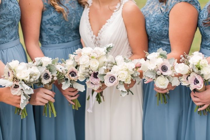 Bridal party flowers (Kelley Stinson Photography)